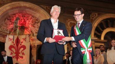 Photo of Richard Gere riceve le chiavi della città di Firenze