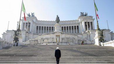 Photo of 25 aprile, Mattarella all'altare della Patria da solo.