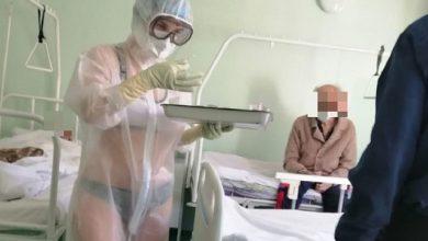"""Photo of """"Ho troppo caldo sotto la tuta anti-Covid"""" e l'infermiera si presenta in bikini: sanzionata"""